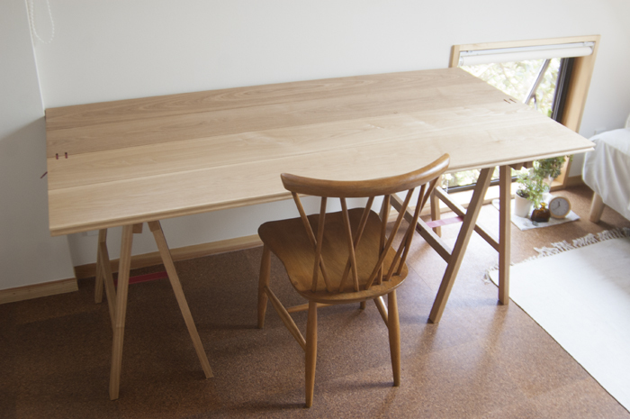 折りたたみ木製テーブル