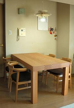 以前にご納品したタモ材アッツテーブルとナラ材亜和座チェア