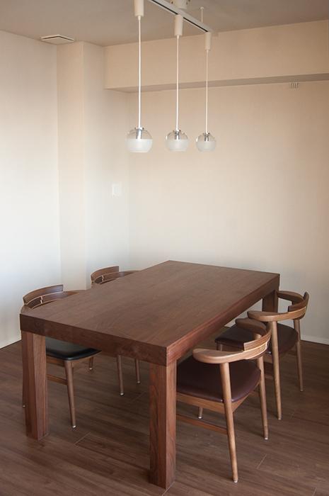 ご納品したアッツテーブルと亜和座チェア4脚
