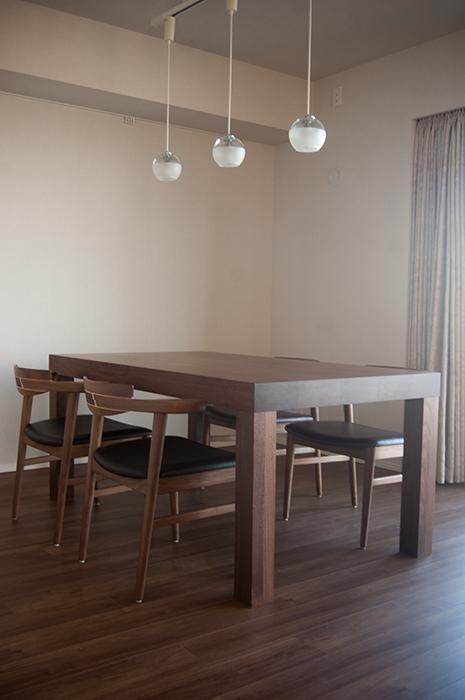 ウォールナット材で製作したアッツテーブル