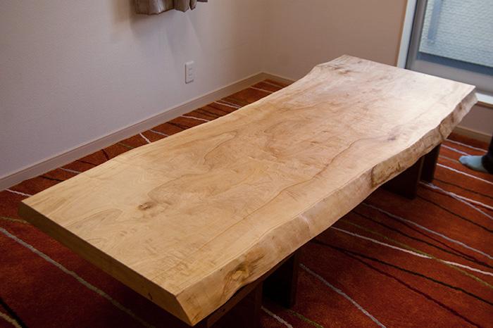 ご納品したとち一枚板天板テーブルです