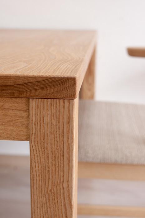 タモ材で製作した、スタンダードテーブル・タイプ2、角を少し丸くしました