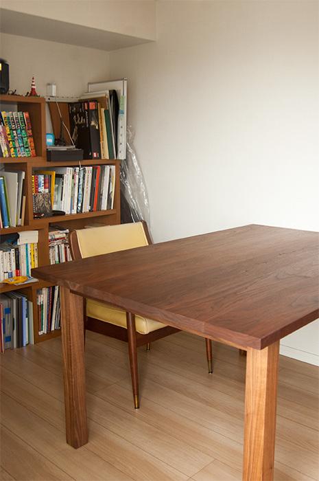 STANDARD TABLR / walnut
