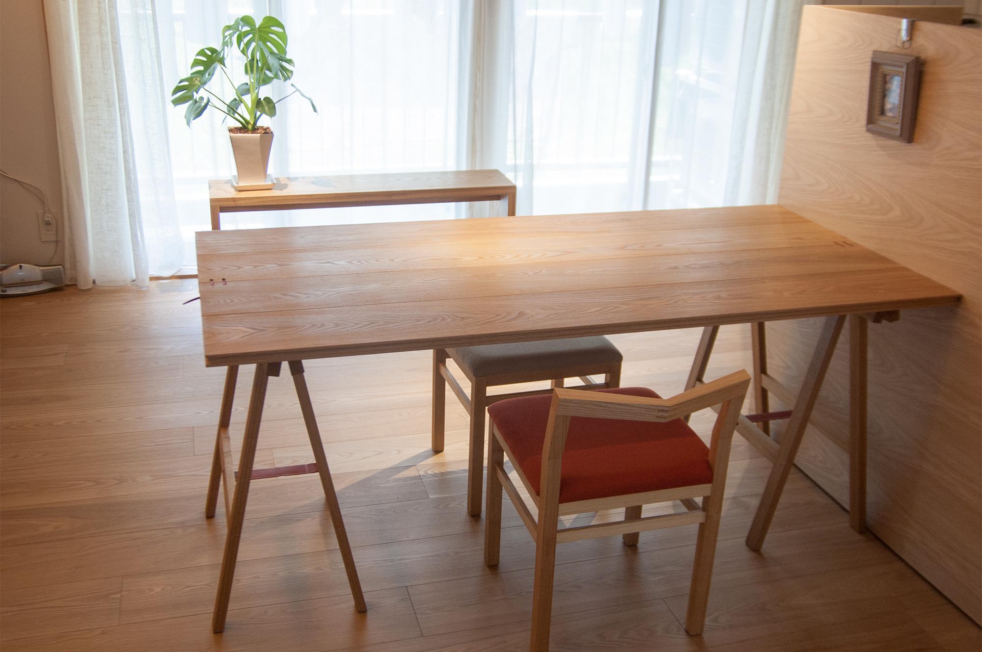折りたたみテーブルとピコチェアを組み合わせたダイニングセット