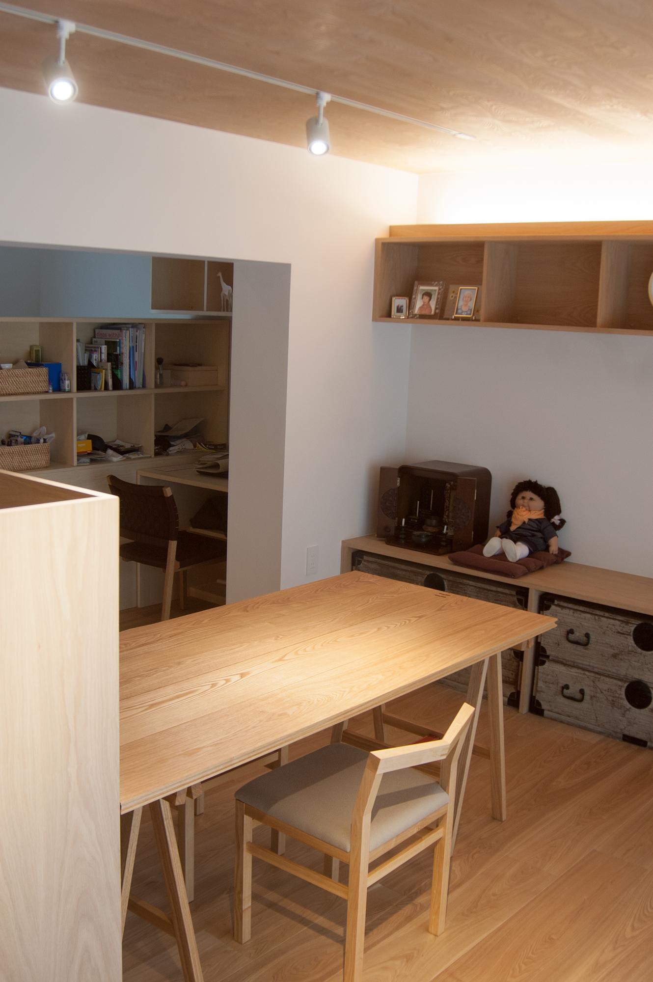 折りたたみテーブル「ぱたむテーブル」とピコチェアを組み合わせたダイニングセット
