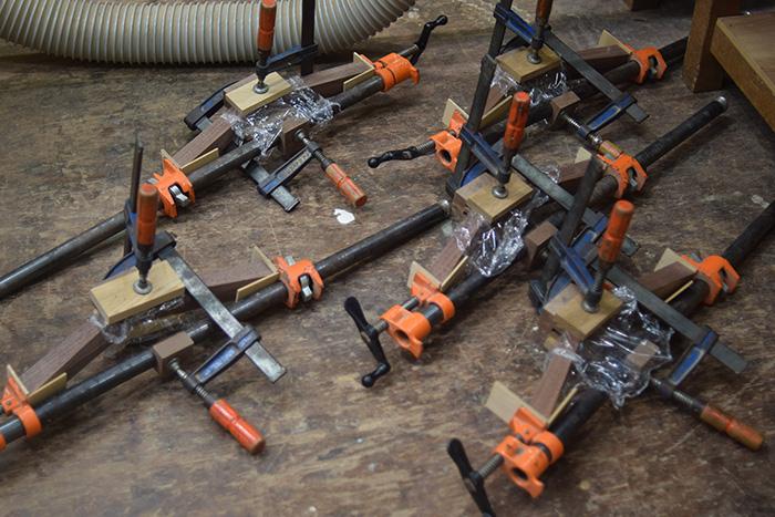 工房で製作中の木製チェア『ピコチェア』