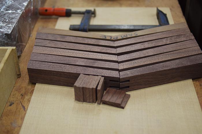 木の椅子ピコチェア