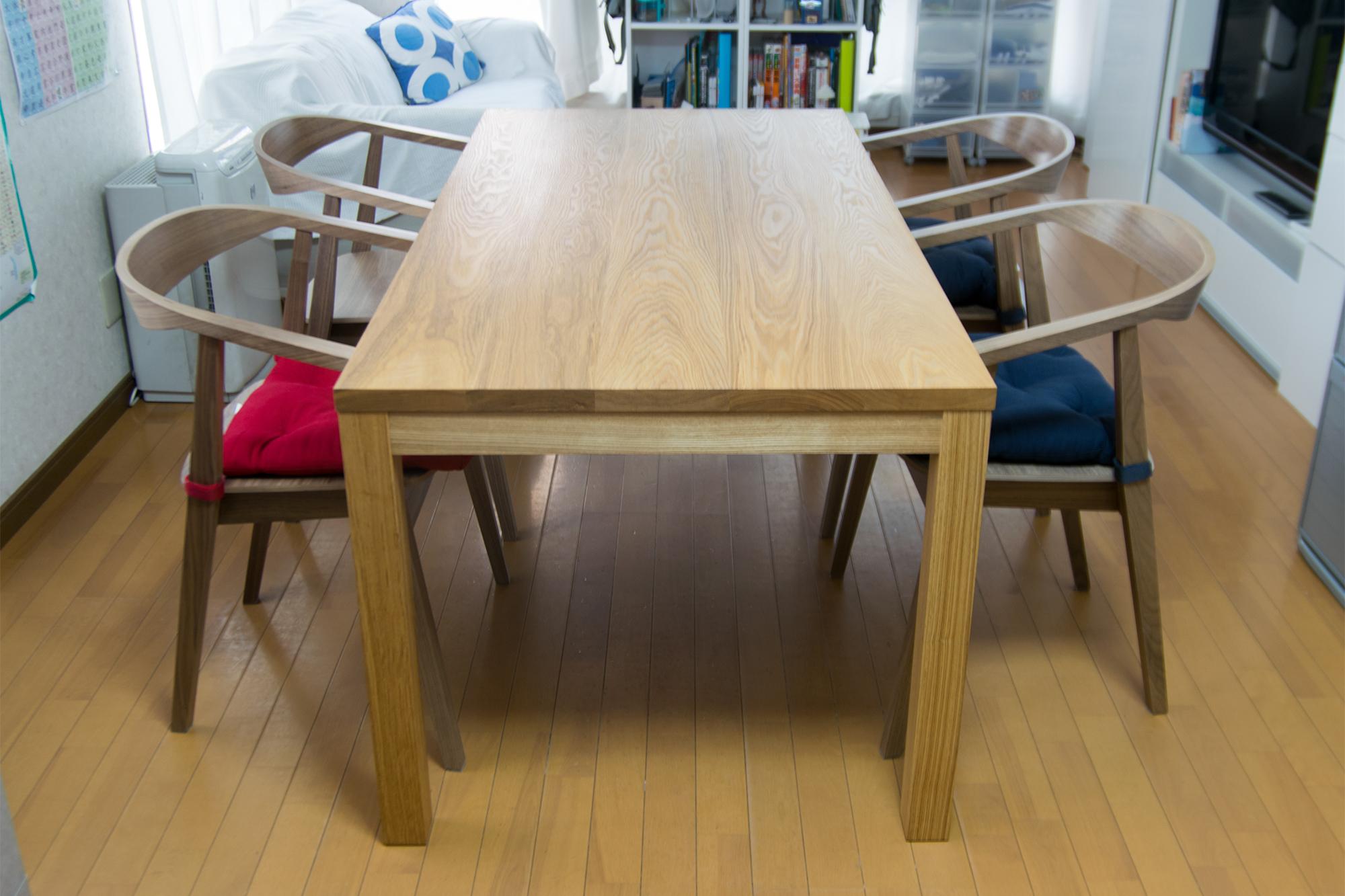 脚周りが広く使える、スタンダードテーブル・タイプ2