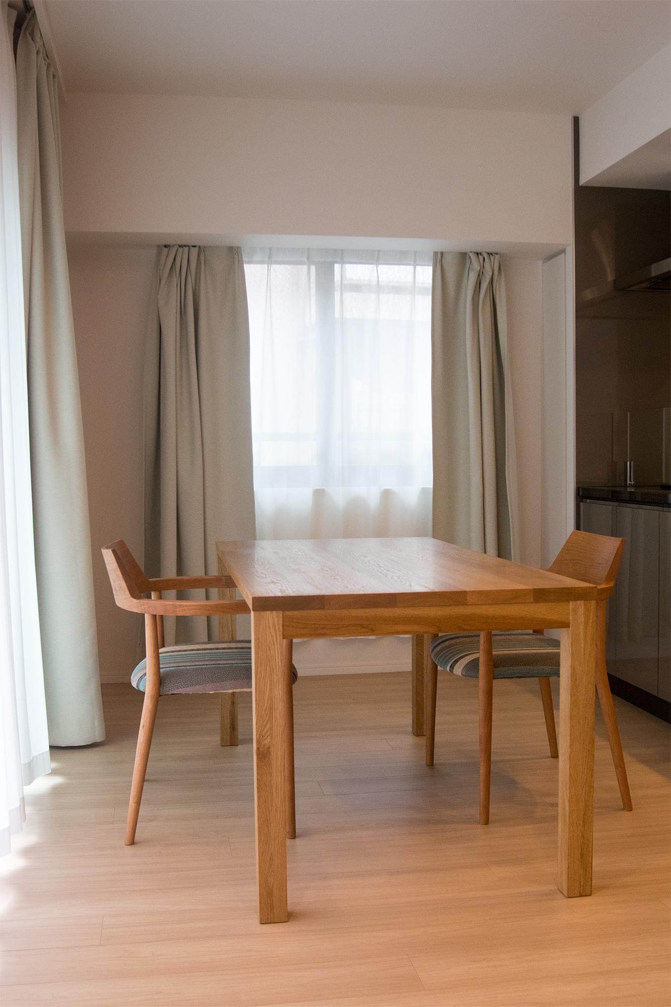 スタンダードテーブル・タイプ2をモダンなダイニングキッチンに合わせてご納品しました