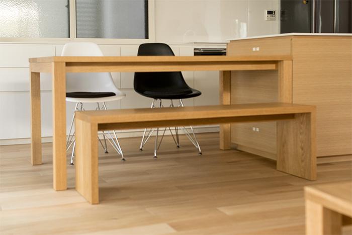 タモ材で製作したスタンダードテーブル・タイプ2、ご納品の様子です