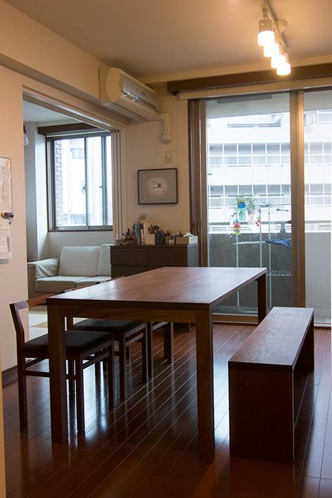 ウォールナット材で製作したスタンダードテーブルとピコチェア、アッツベンチご納品事例です