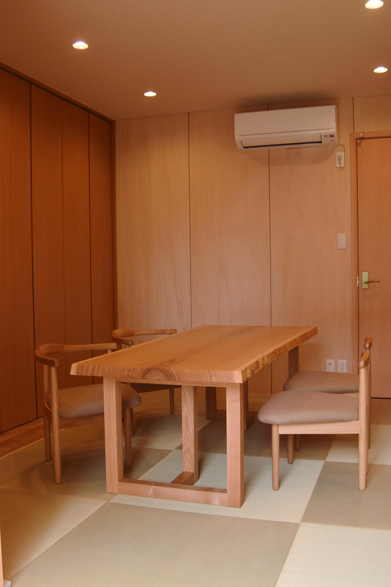 タモ一枚板無垢天板のダイニン グテーブル