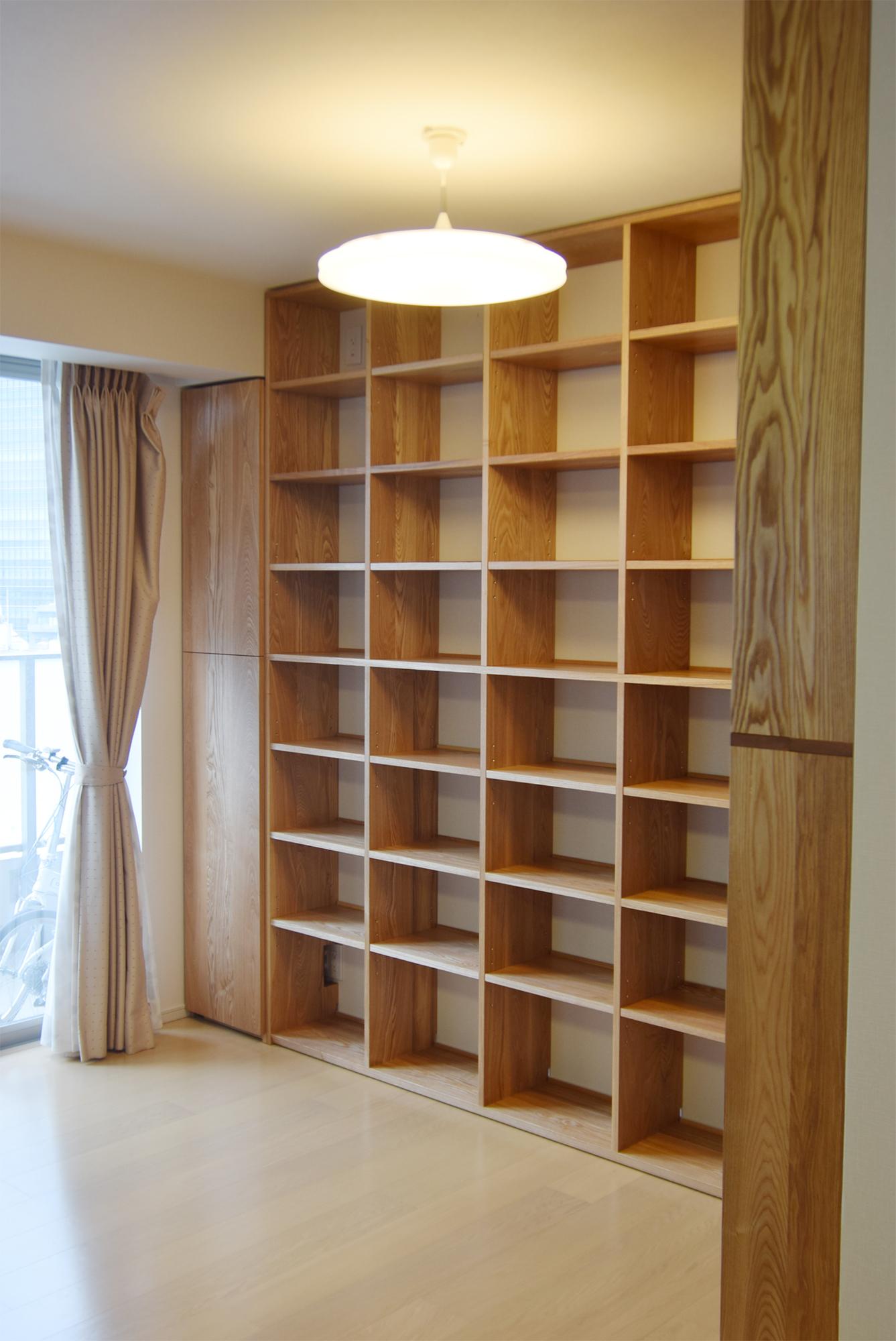 TANA 壁面いっぱいの本棚 タモ材 正面壁面