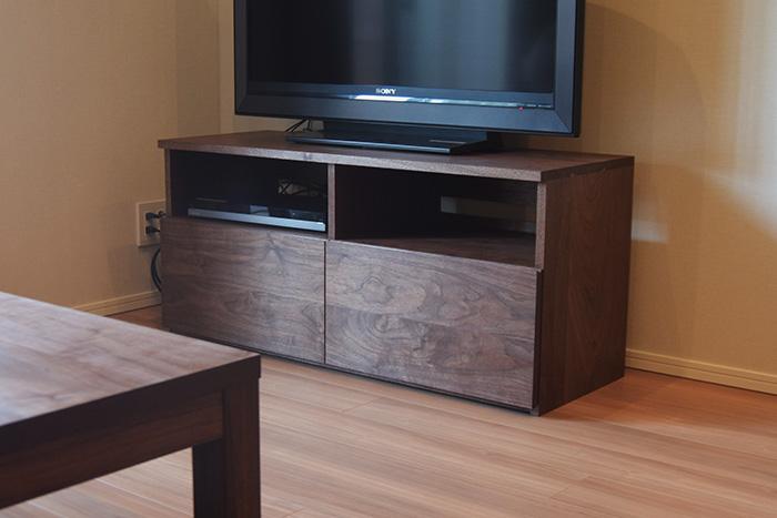 ウォールナット材で製作した無垢家具『TANAテレビボード』