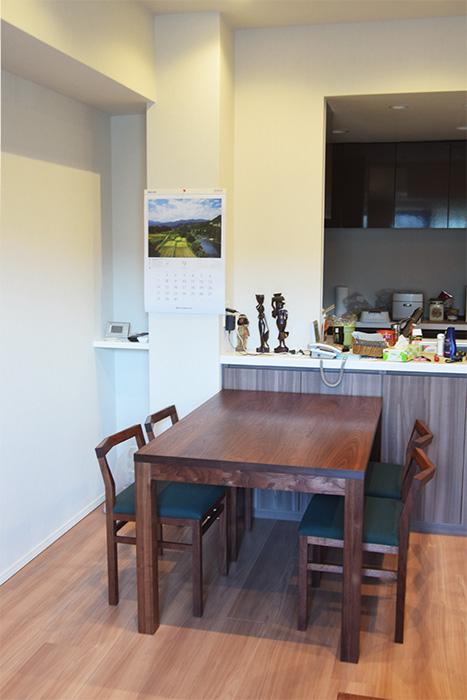 ウォールナット材無垢テーブルと椅子