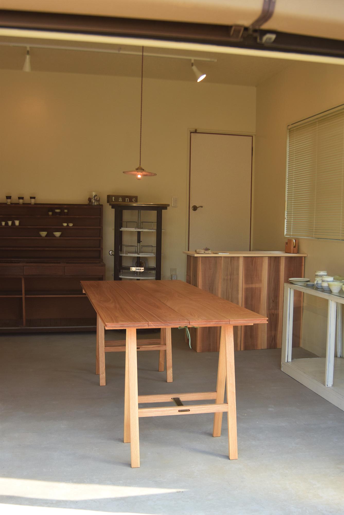 無垢の折りたたみテーブル、パタムテーブルご納品の様子です