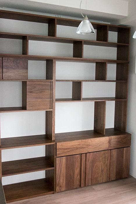 飾り棚、テレビボードなどを兼ねた壁面収納TANA / walnut