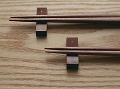 スイッチ型の木の箸置き