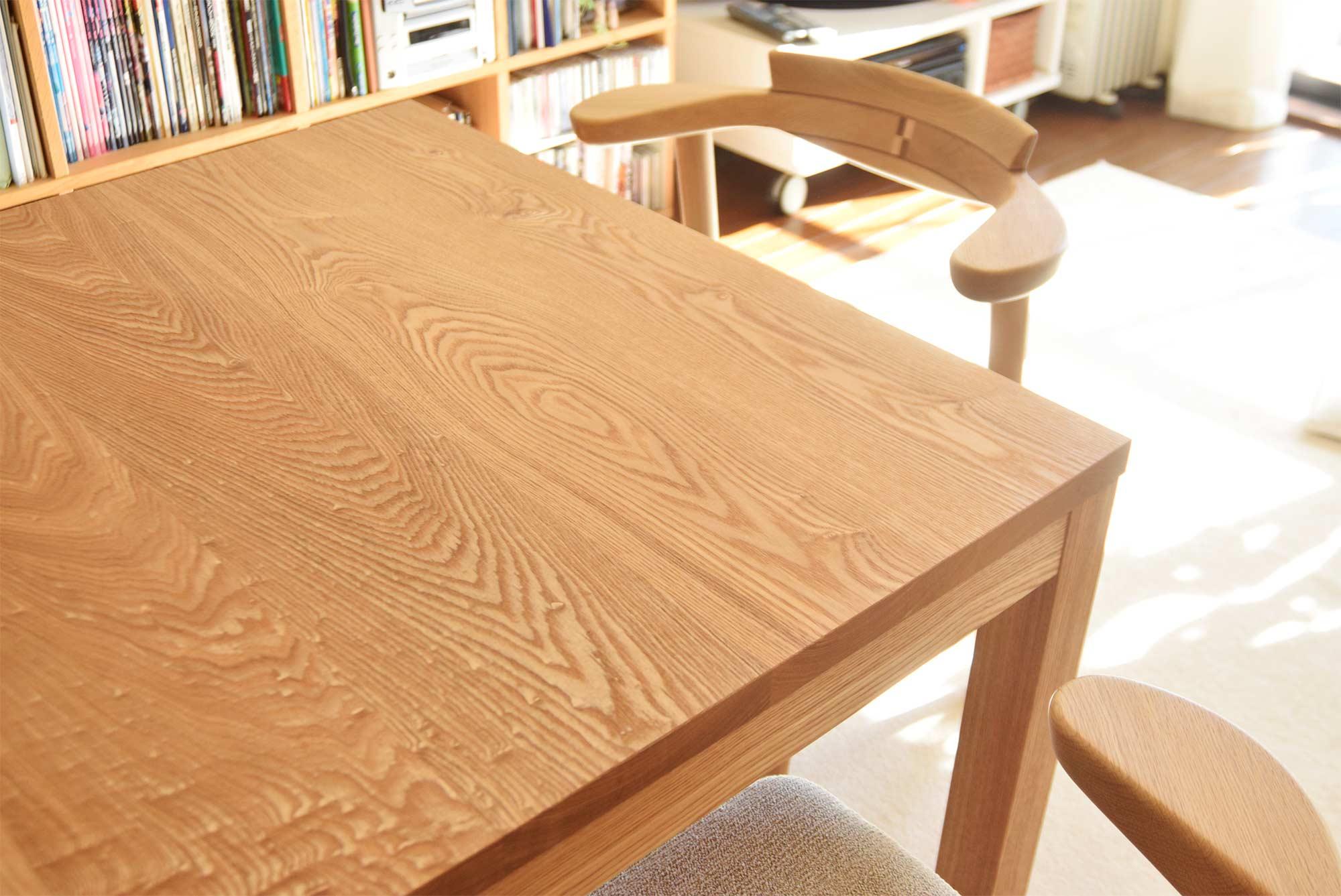 タモ材の木目が明るい雰囲気のスタンダードテーブル・タイプ2