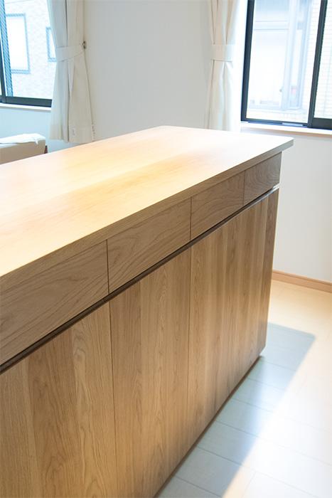 ナラ材で製作したキッチンカウンター