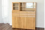 無垢ナラ材で製作した、木製食器棚