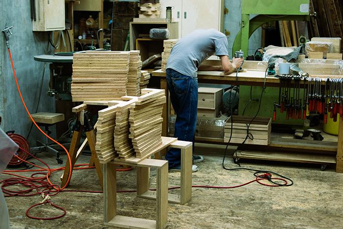 old clothes stoolを製作中の工房