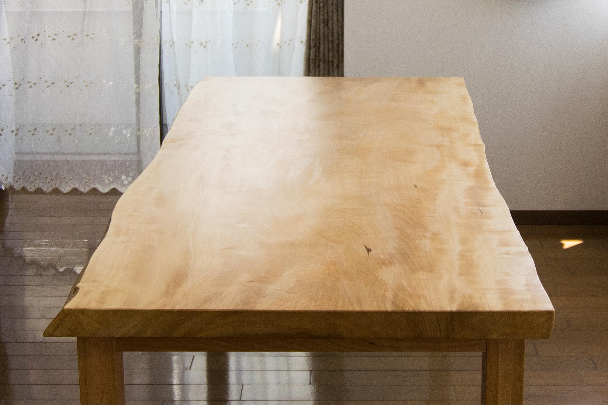 ご納品したトチ一枚板天板のダイニングテーブル