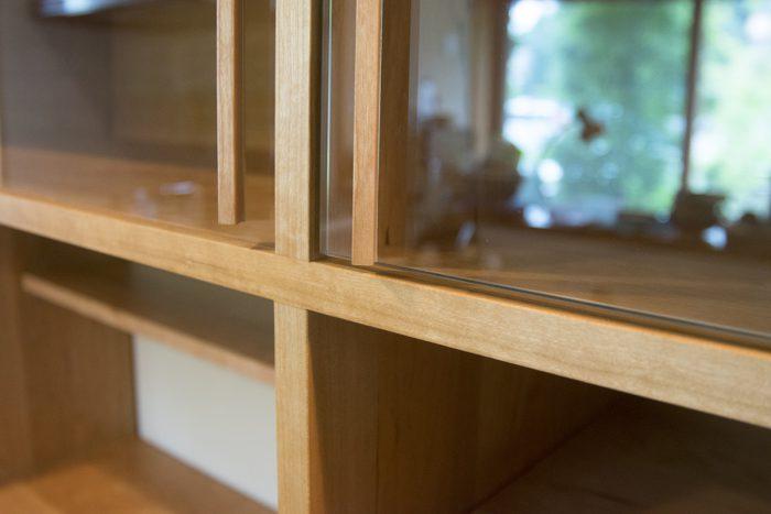 ガラス片開き扉と引違い戸
