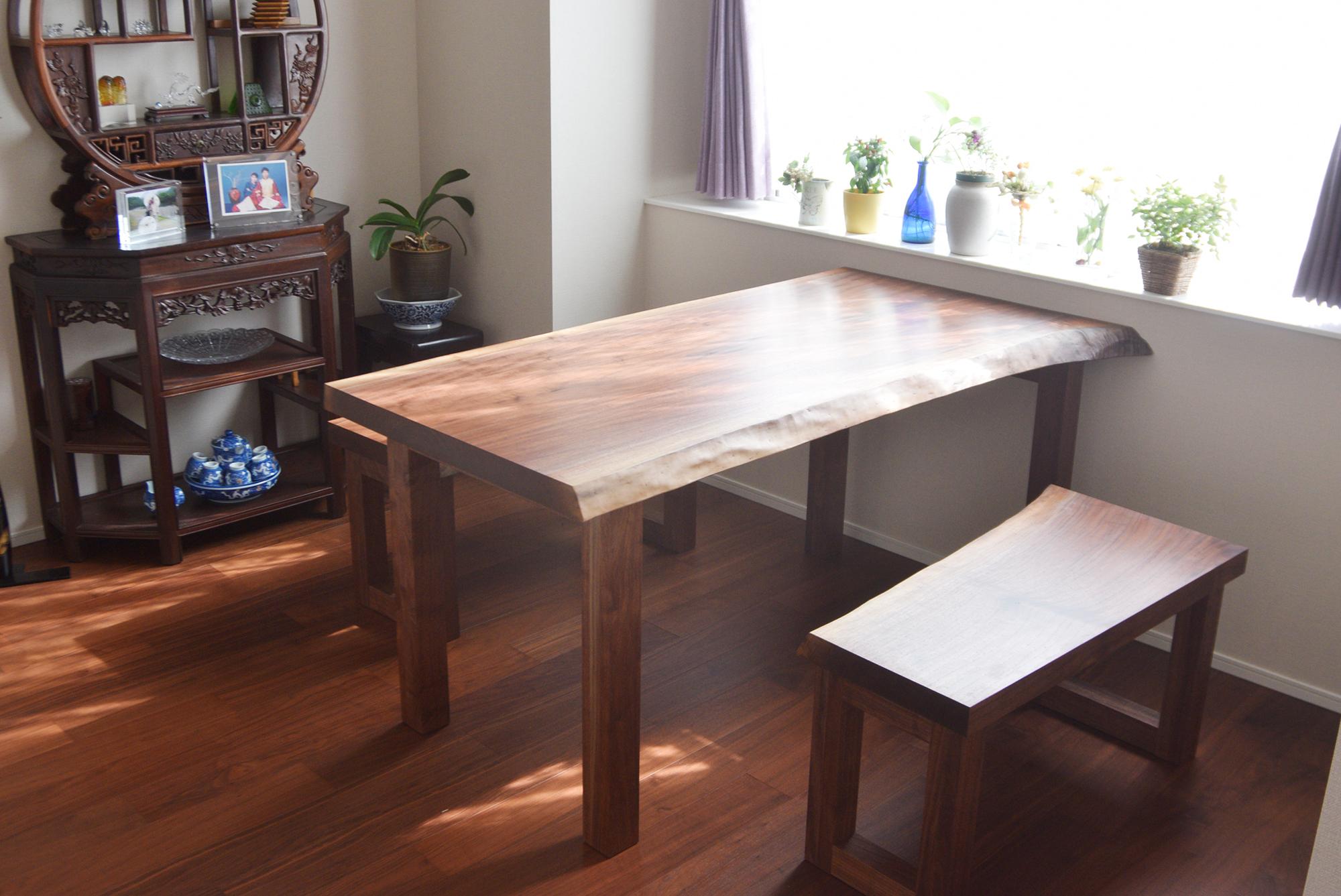 ウォールナット一枚板天板テーブルとベンチ