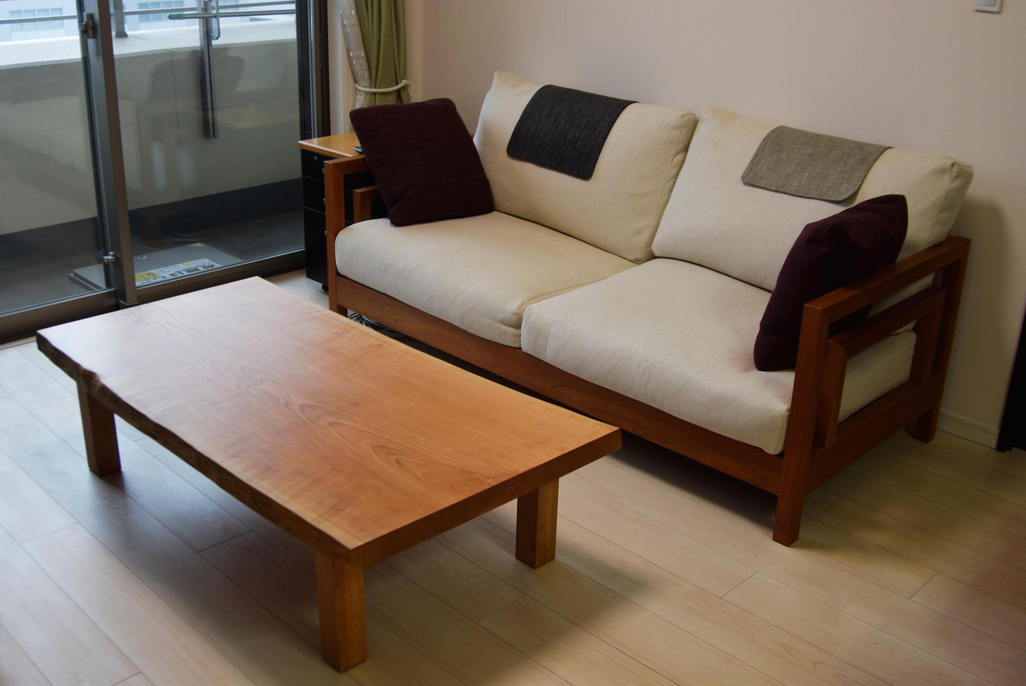 アメリカンチェリー一枚板天板のローテーブル