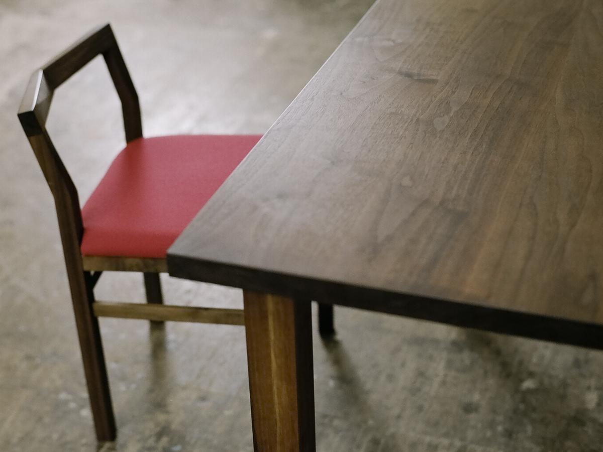 スタンダードテーブル ウォールナット (椅子:ピコチェア ウォールナット+レッド)