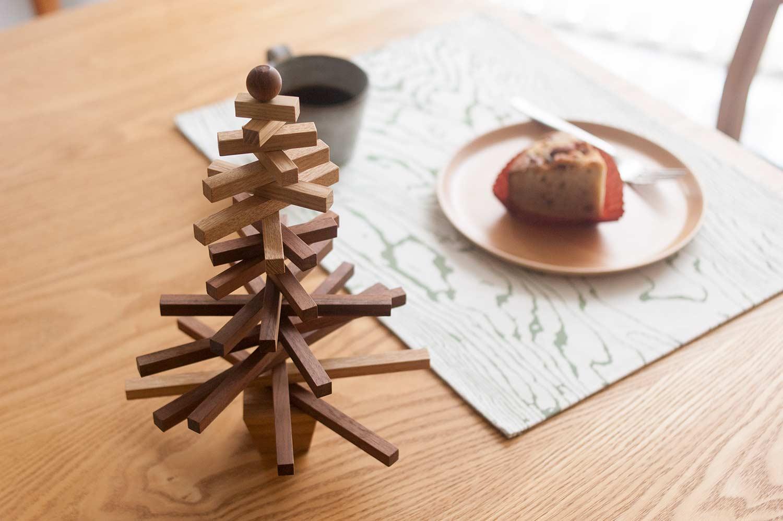 WOODWORKの木のクリスマスツリー