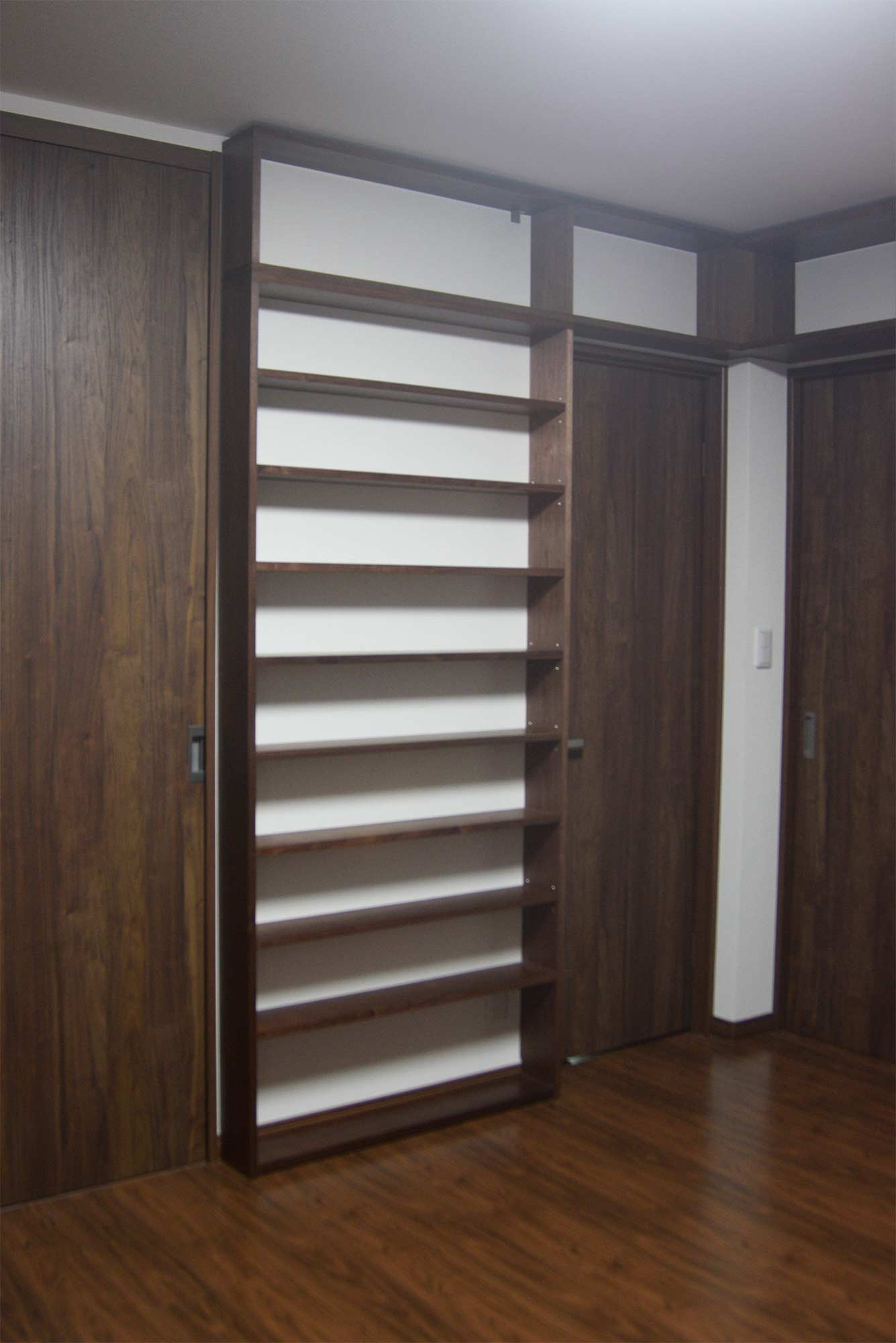 文庫や単行本をたっぷり収納できるTANA本棚