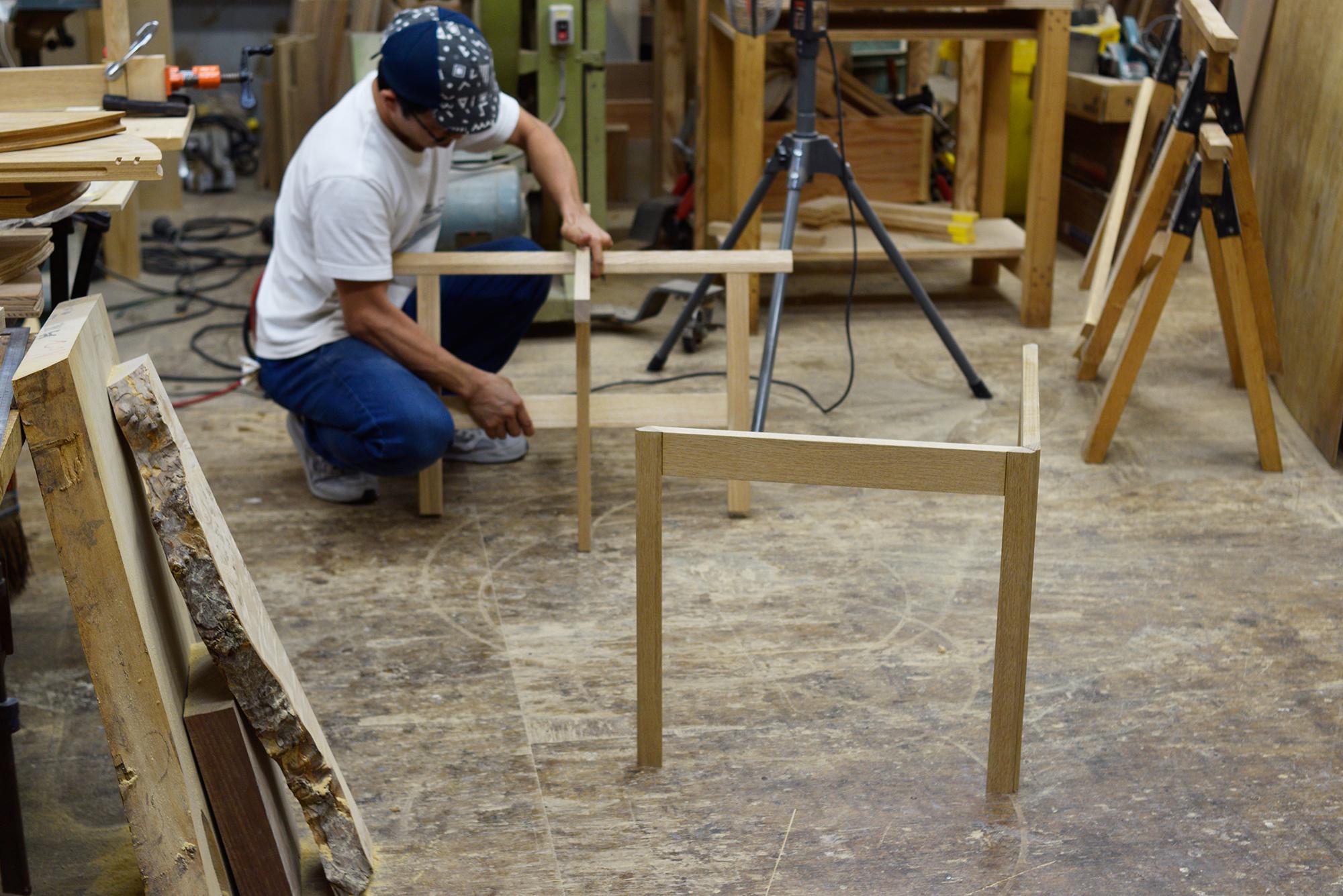 折りたたみテーブル用の脚、試作中の2種類