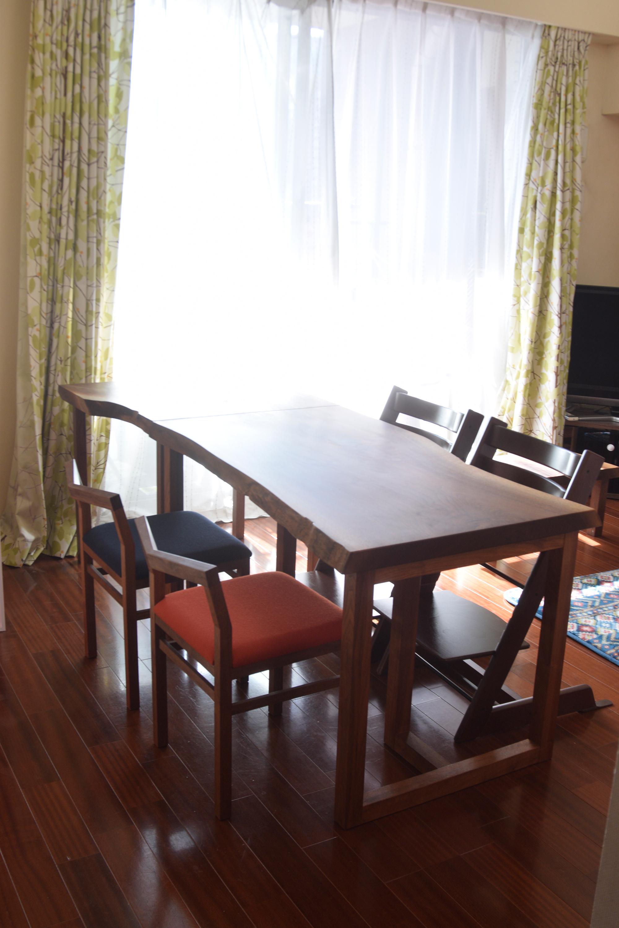 新しくご納品したテーブルと合わせて大きなダイニングテーブルに