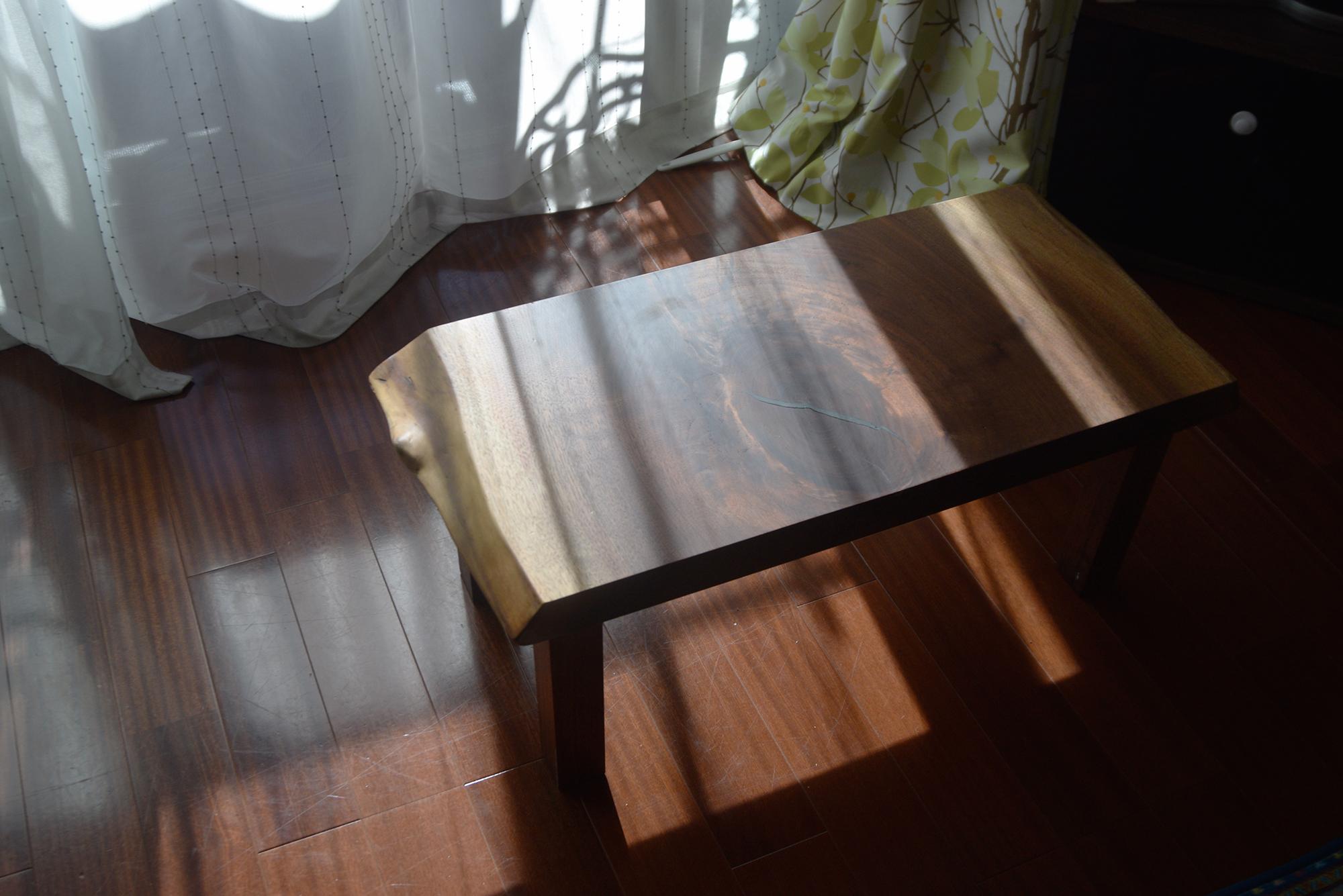お子様たち用の小さなテーブル