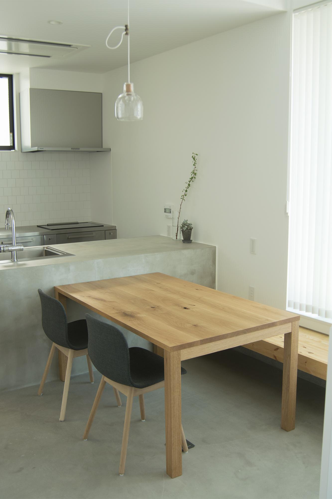 スタンダードテーブル・タイプ2(ナラ材)ご納品の様子
