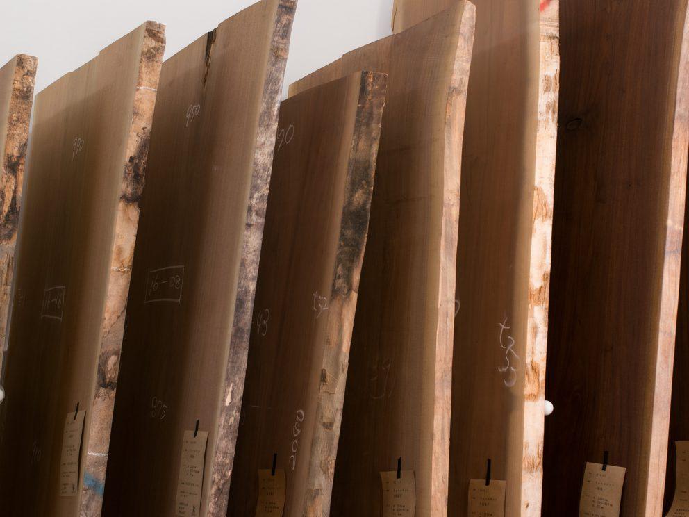 ウォールナット無垢天板 特集展示