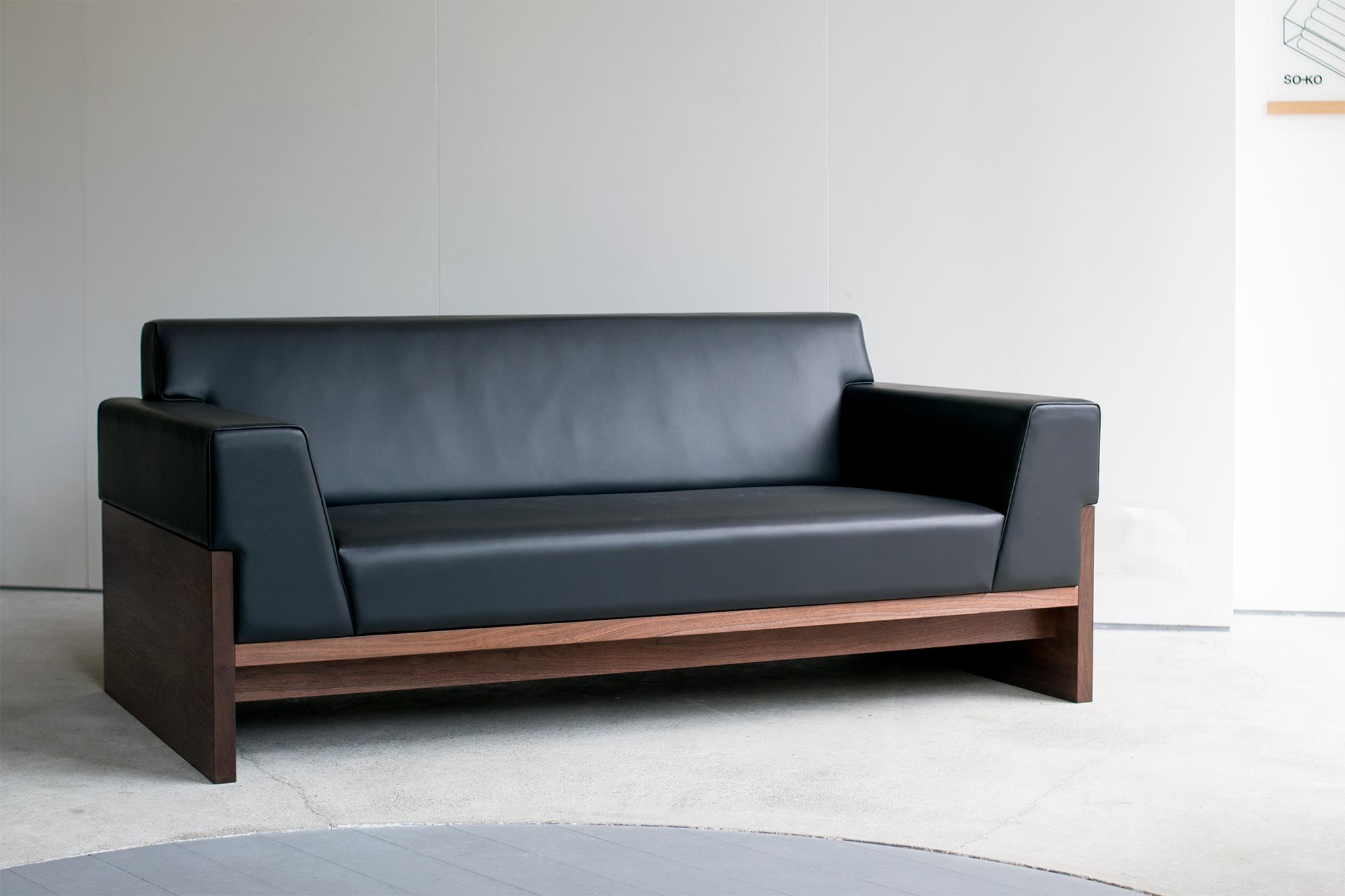 TONE SOFA 革張り 木製ソファ