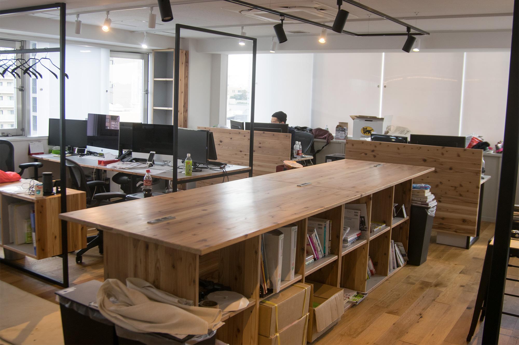 オフィス用 収納のあるミーティングテーブル