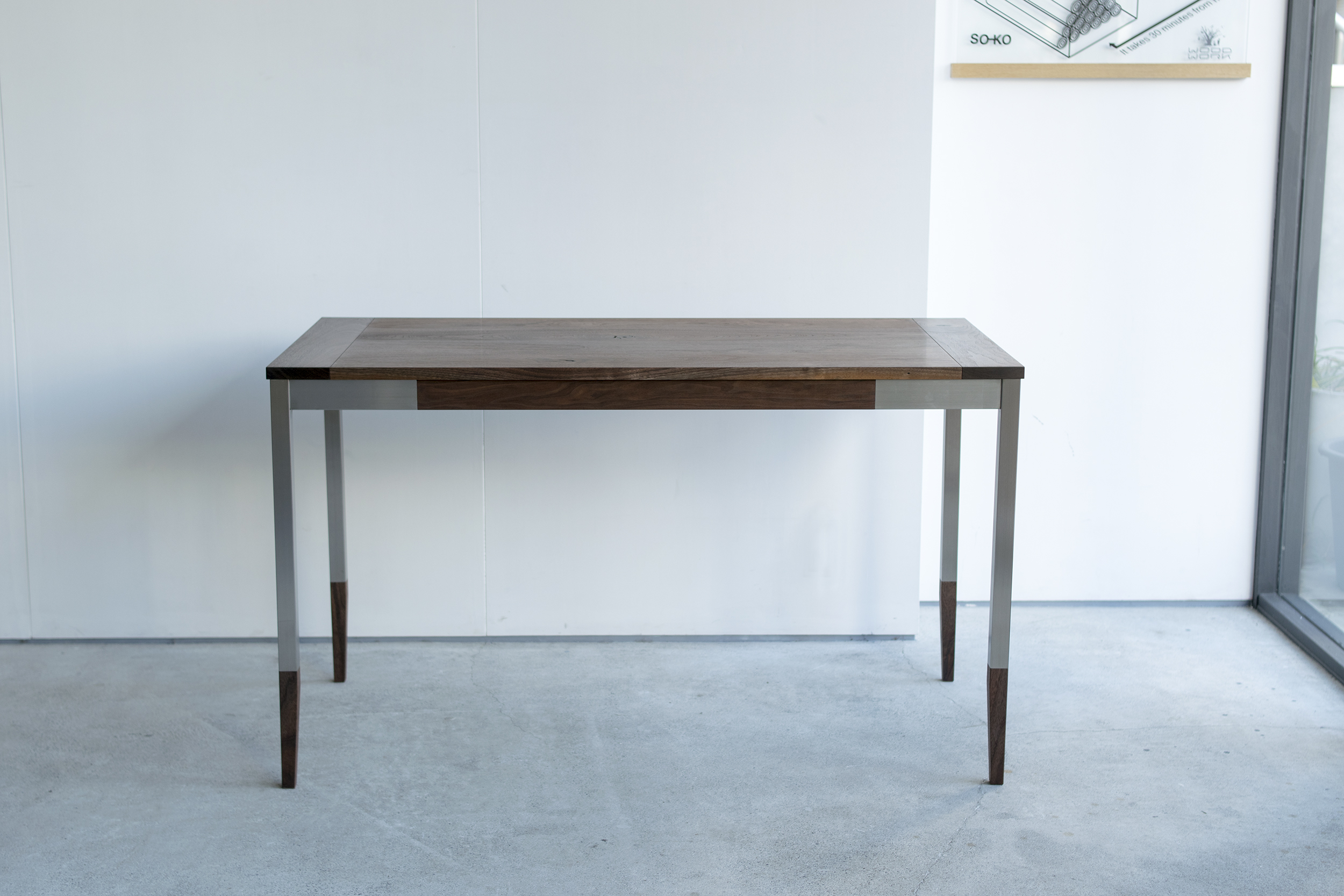 ウォールナット材で製作したオルタナティブテーブル
