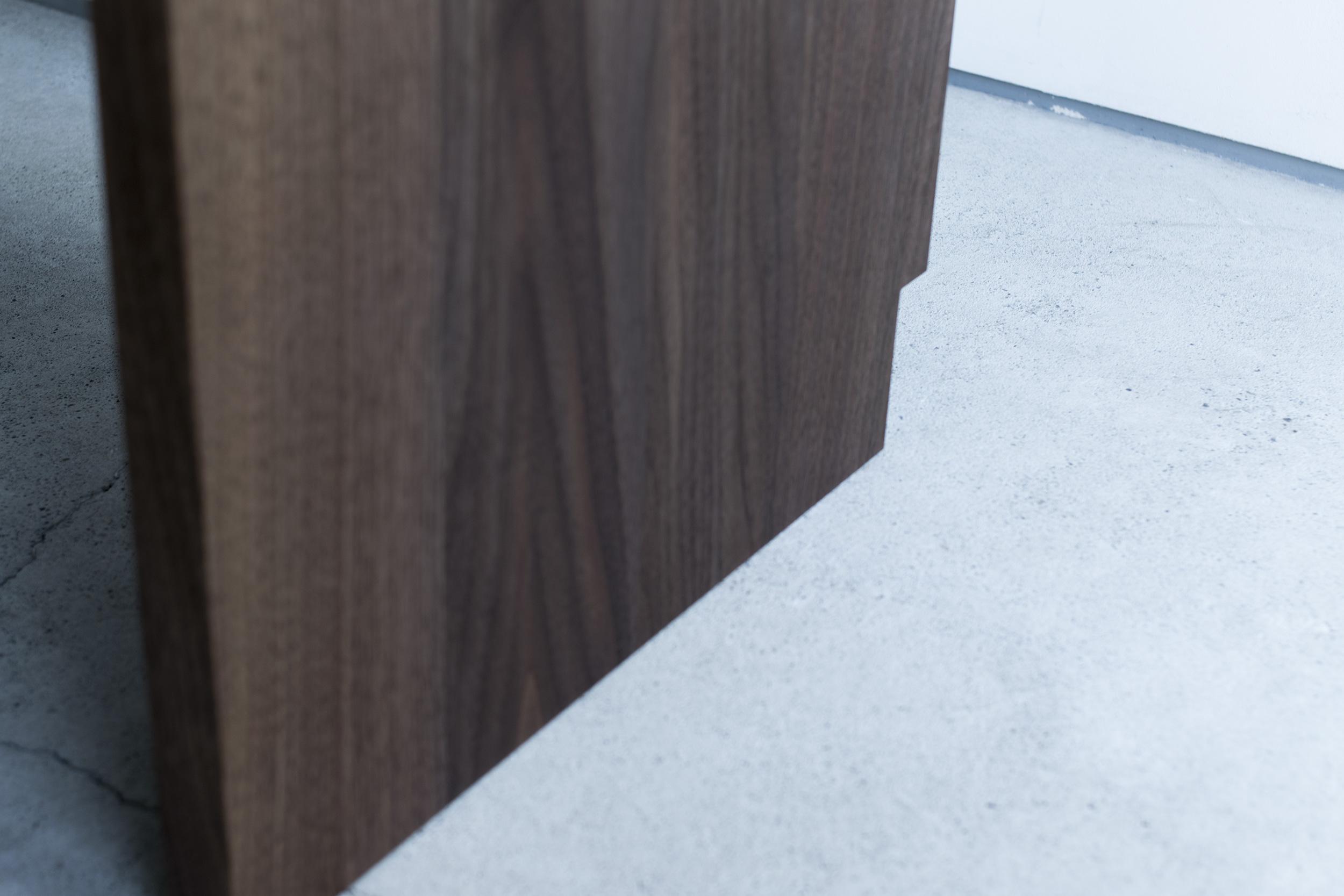 オーダーコの字型 ウォールナット材 テレビボード 木口年輪