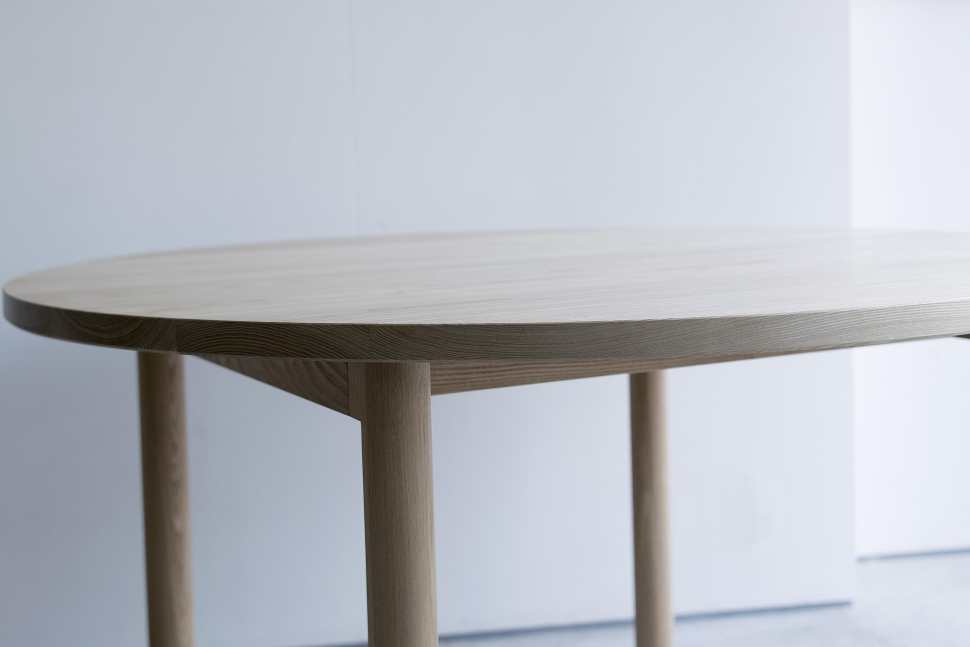 STANDARD TABLE R / ROUND 特徴的な脚部デザイン