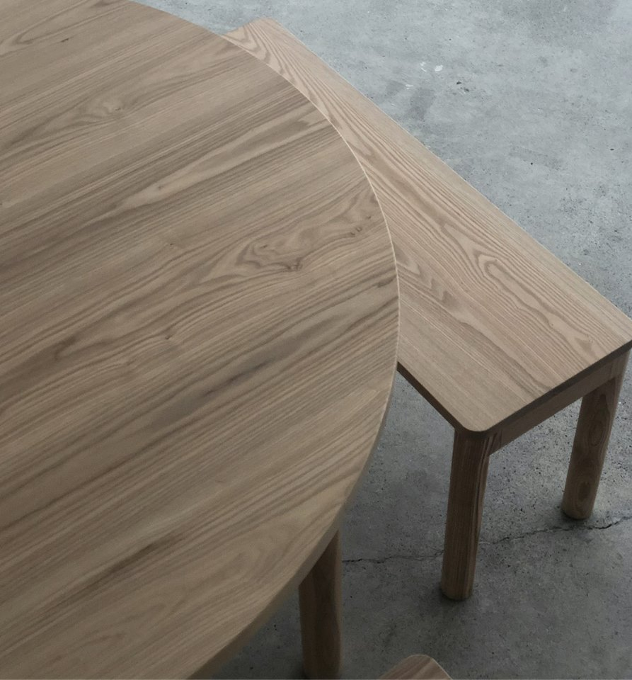 WOODWORKの新しい家具 スタンダードテーブルRとベンチ