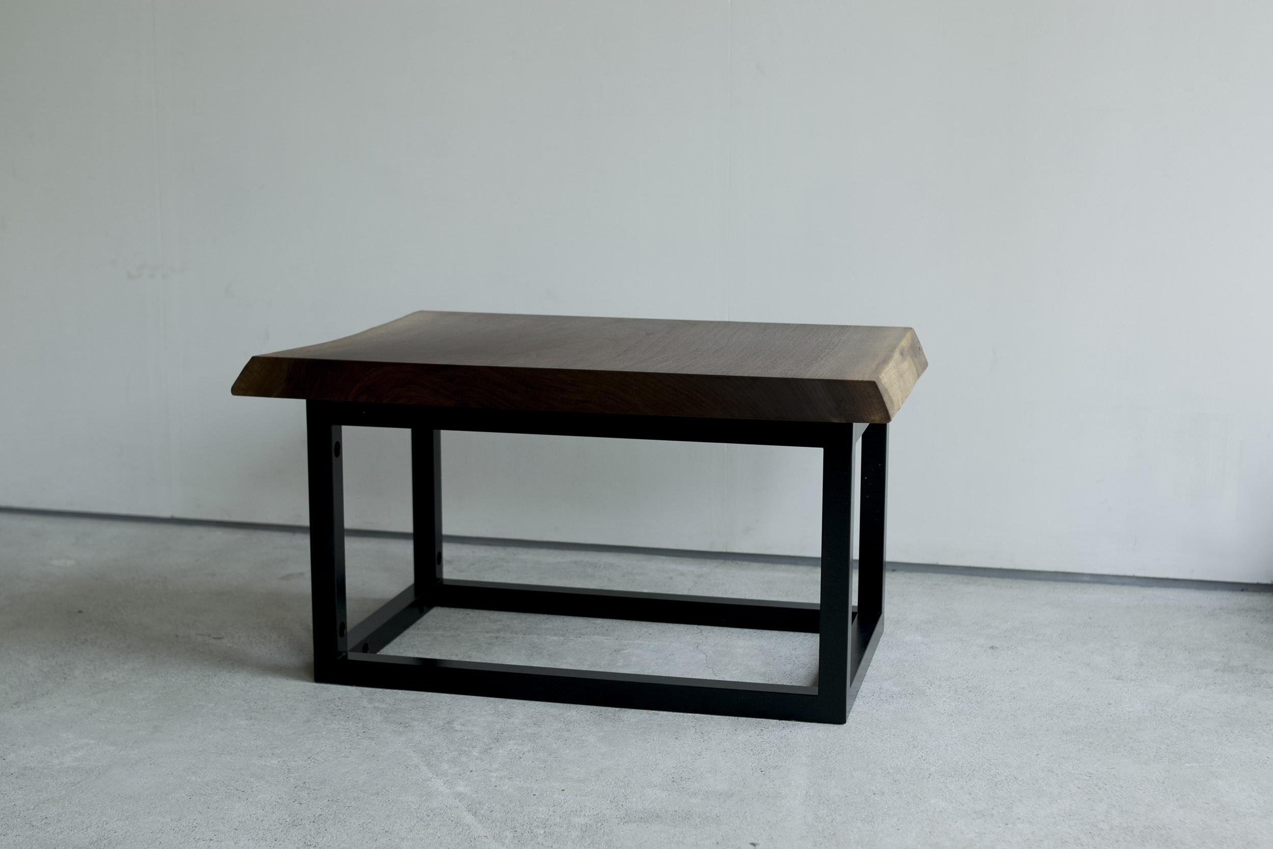 一枚板の長さをカットした方の天板で製作したローテーブル