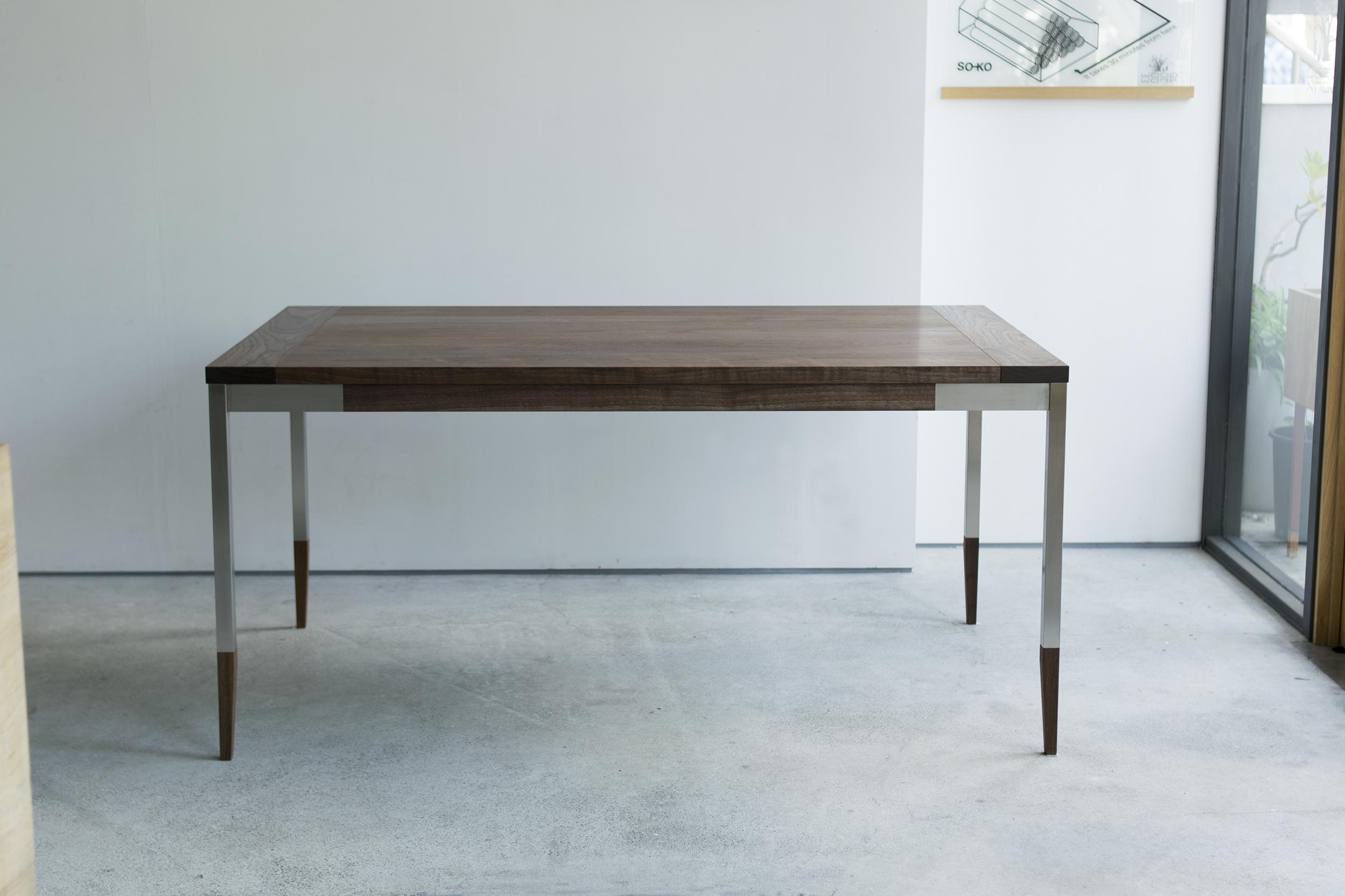 ご納品用オルタナティブテーブル(ウォールナット天板+ステンレス脚部)