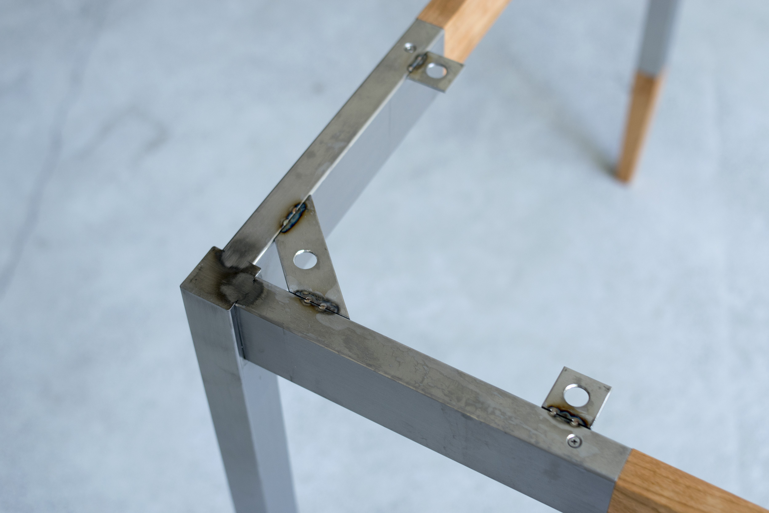 ALTERNATIVE TABLE stainless legs