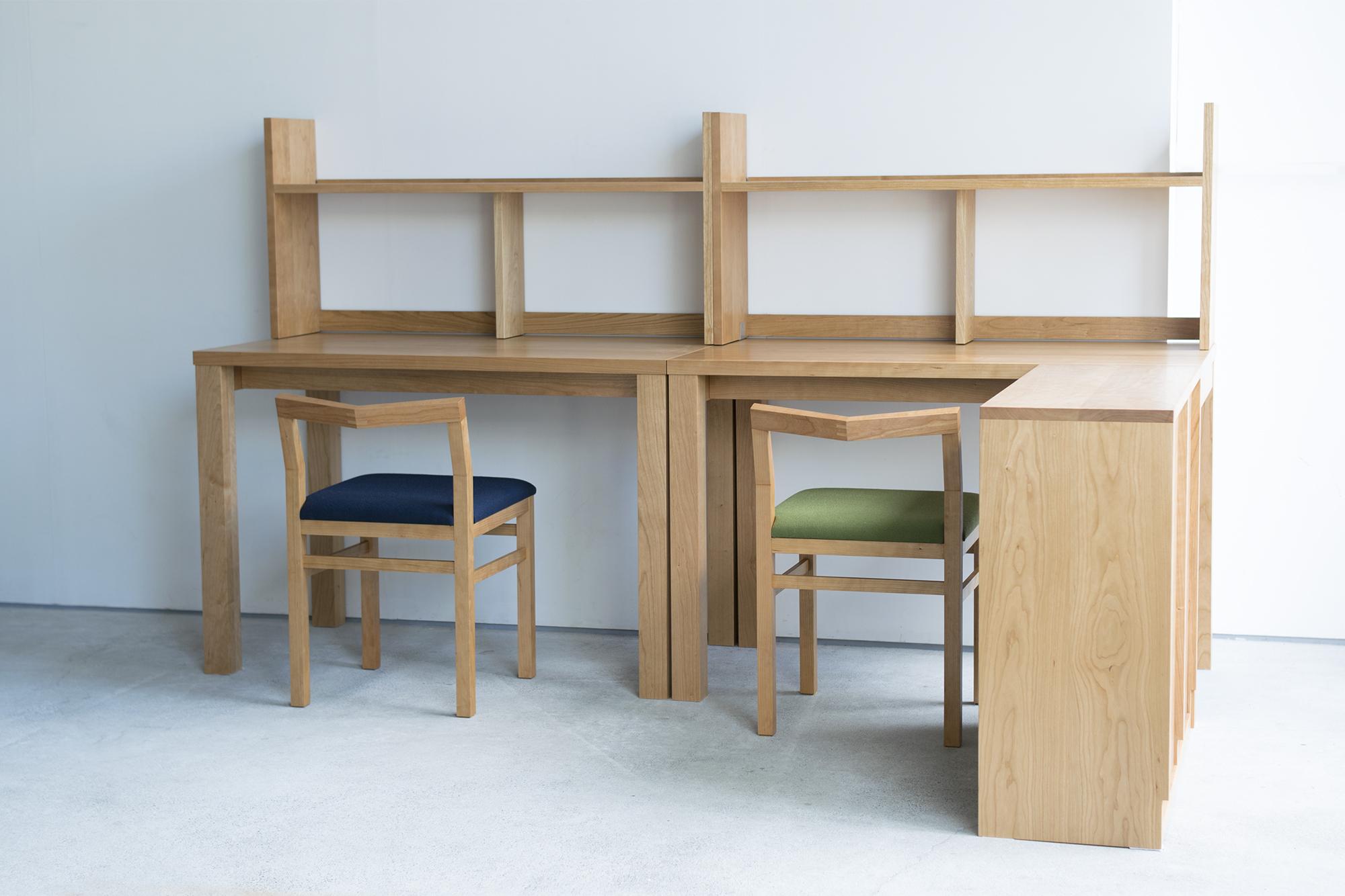 お子様二人の勉強机と本棚
