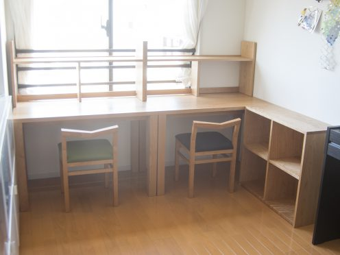 お子様二人の勉強机と本棚 ご納品の様子