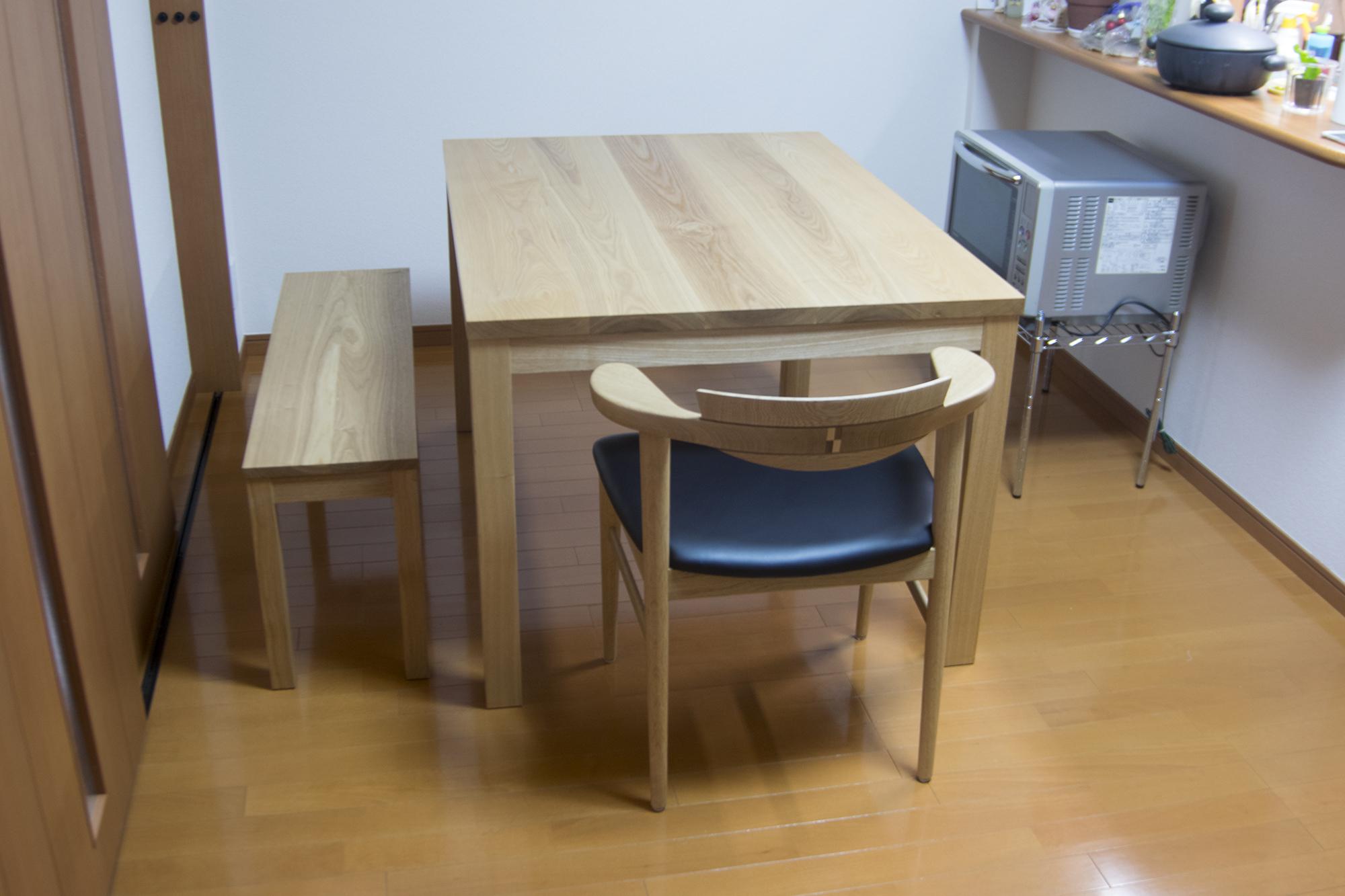 スタンダードテーブルと、スタンダードタイプベンチ、オルタナティブテーブル小ローテーブル